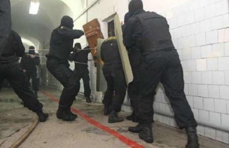 Бунт «Торнадо» у Лук'янівському СІЗО: судове засідання перенесли