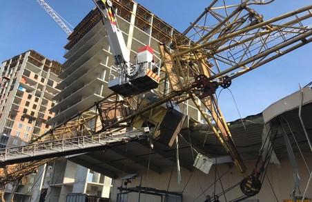 Падіння будівельного крану у Львові: як рятували операторку (ФОТО, ВІДЕО)