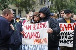 Кияни перекрили проспект Науки: акція може стати безстроковою (ФОТО, ВІДЕО)