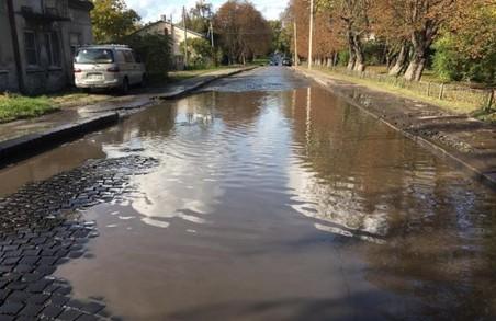 У Львові затопило вулицю