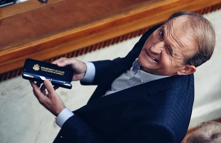 """""""У Кощія нерв звело"""" - львів'яни глузують з парламентської посмішки Медведчука"""