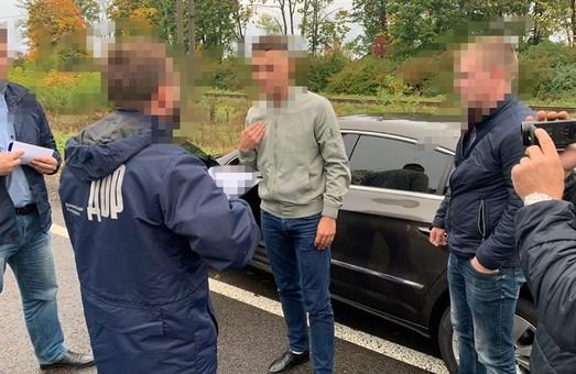 У Львові зловили фіскала-хабарника