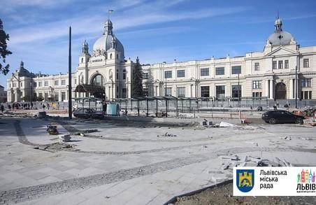 Садовий пообіцяв відкрити площу Двірцеву у листопаді