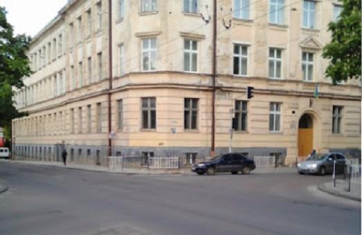У львівському російськомовному ліцеї дітям заборонили розповідати про Небесну Сотню