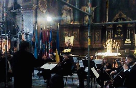 У Львівському Гарнізонному Храмі відбувся благодійний вечір задля порятунку фресок