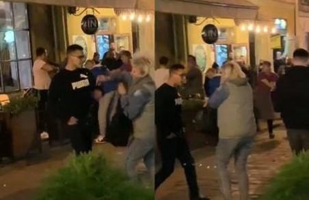 У Львові п'яні молодики побили пенсіонерів