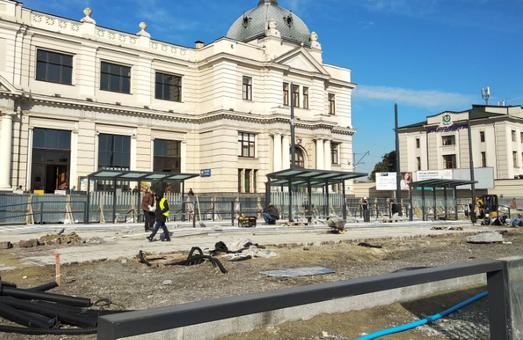 Реконструкція площі Двірцевої під загрозою: на глибині 3 метри знайдено грунтові води