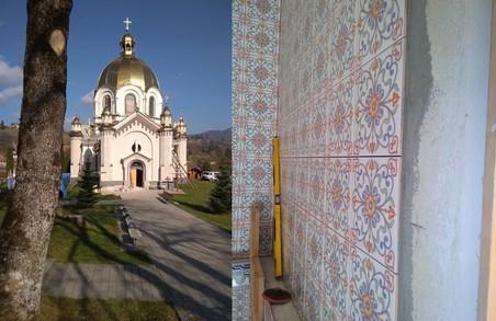 Знищен розписи Сосенка у Славському, які обіцяв відновити Синютка, закладено дешевою плиткою