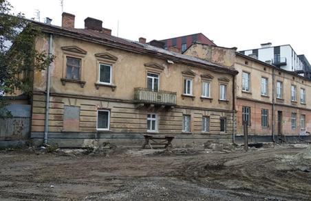 На вулиці Хімічній просів будинок, людей виселяють