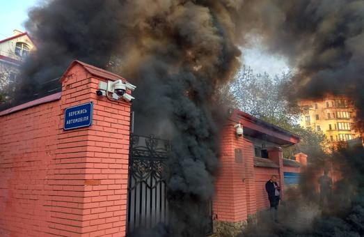 Російське консульство в диму: націіоналісти провели акцію пам`яті Миколи Лемика