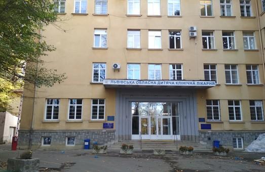 Дівчинку, яку збила кобила у центрі Львова, 6 годин оперували