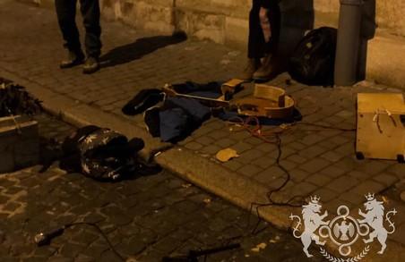 У центрі Львову відбувся черговий рейд проти вуличних музикантів, які співають російською мовою (ФОТО)