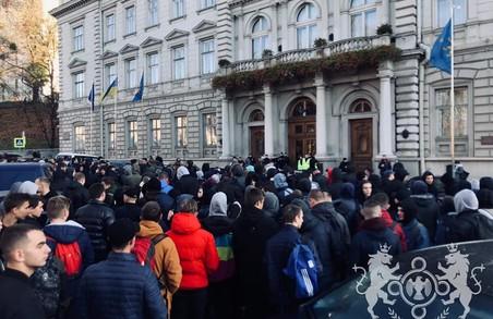 «Віконського у відставку!» Сотні львів'ян вийшли на акцію протесту