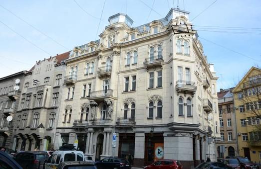 У Львові відреставрували будинок з атлантами