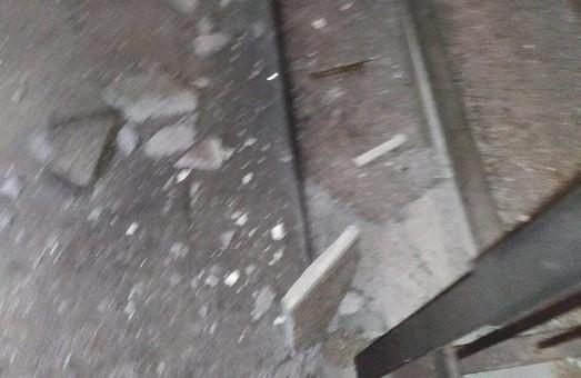 На Львівщині у багатоповерхівці вибухнула граната: підривника затримали правоохоронці (ФОТО)