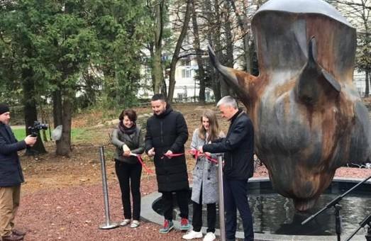 На Львівщині з'явилась цікава скульптура (ФОТО)