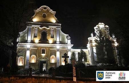 У Львові оновлюють зовнішнє освітлення храмів