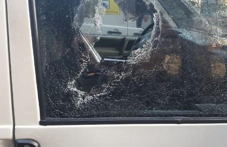 Власник машинок біля Оперного потрощив вікно у автомобілі Муніципальної варти