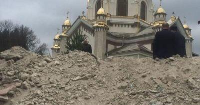 Поліція півроку не може встановити винних у знищенні розпсиів у церкві Славського