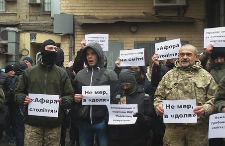 «Садового за грати»: У Києві проходить пікет проти мера Львова (ФОТО)
