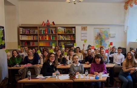 Дві школярки зі Львова потрапили до національного фіналу «Молодь дебатує» (ФОТО)
