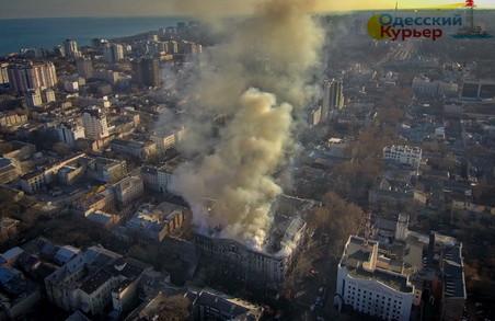 У центрі Одеси палає пам'ятник архітектури: госпіталізовано більше 20 людей (ФОТО, ВІДЕО)
