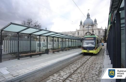У Львові відкрили Площу Двірцеву