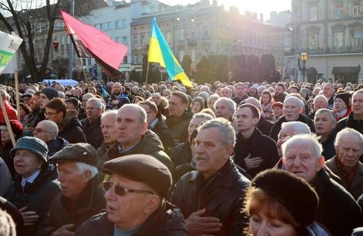 Львів доєднався до акції «Червоні лінії для Зе» (ФОТО)