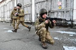 Висіли на стропах, тампонували рани, десантувалися із БТР-а: цивільні провели один день в бригаді ДШВ (ФОТО)