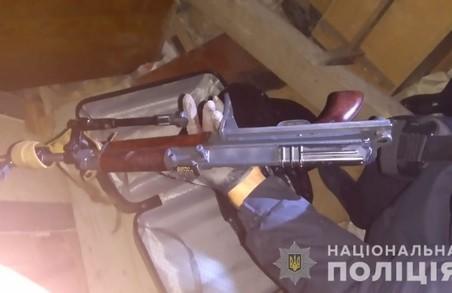 У центрі Львова знайшли схрон зі зброєю (ФОТО)