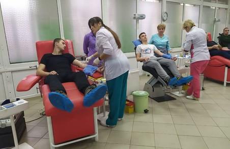 Активісти НК Львівзщини здали кров для бійців на Сході
