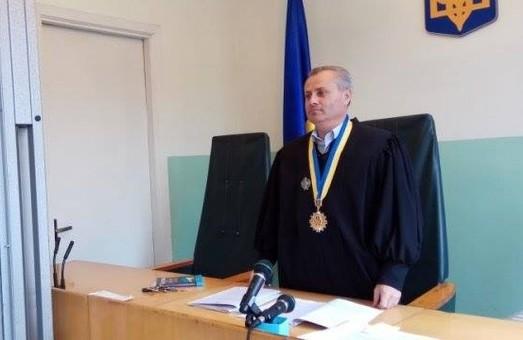 Єдиного суддю з Львівського райцентру відсторонили через хабар