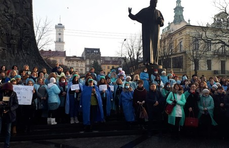 Львівські медики на протесті вимагають зарплат до 1000 доларів