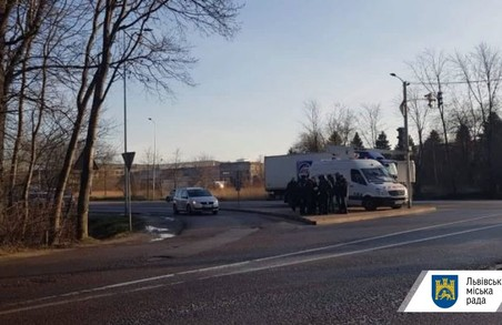 У Львові невідомі обстріляли з вогнепальної зброї камери відеоспостереження на виїзді з міста