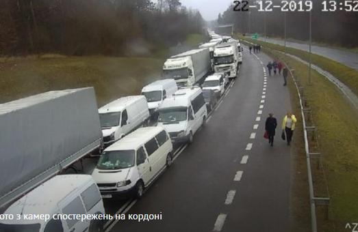На Львівській митниці кілометрові черги