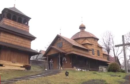 Біля Львова реставрують древню дерев`яну церкву