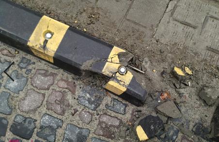 Делініатори на одній з вулиць Львова можуть травмувати людей
