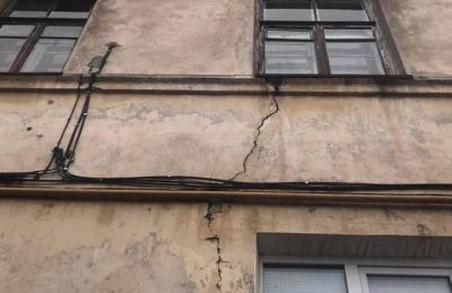На Львівщини може завалитися будинок з жителями