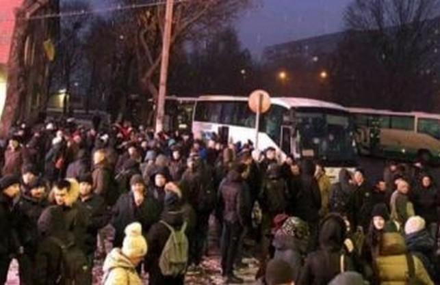 Тисяча рівнян приїхала до Львова пікетувати Держприкордонслужбу