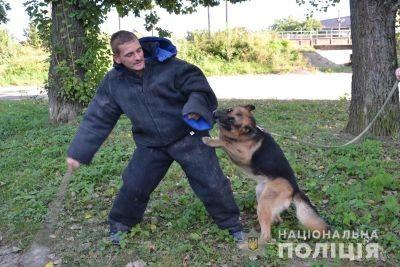 Львівські поліцейські показали собак, що допомогли розкрити 264 злочини