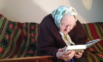 88-річна бабуся з-під Львова прочитала за рік 232 книжки