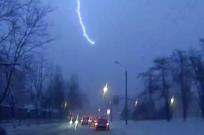 У Львові зафіксували зимову блискавку
