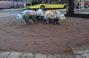 На Львівському вокзалі замість МАФу поставили трьох панд