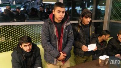 На Львівській митниці спіймали чотирьох нелегалів в причепі з яблуками