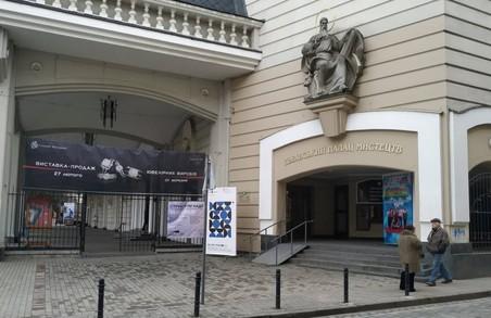 Частину Львівського палацу мистецтв віддали власникам мережі стриптиз-клубів