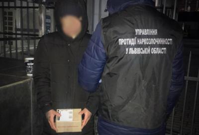Поліцейські затримали львівського студента, який торгував амфетаміном
