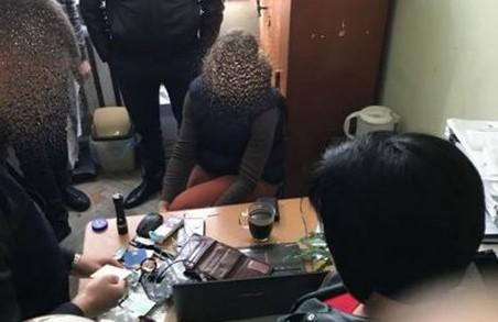 Слідчого поліції з Львівщини зловили на хабарі