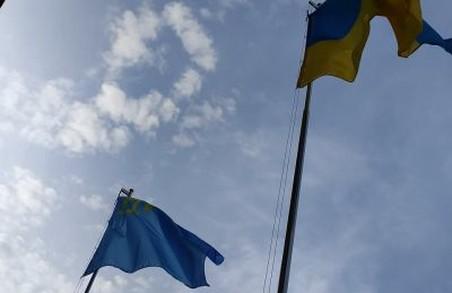 У Львові урочисто підняли кримськотатарський прапор