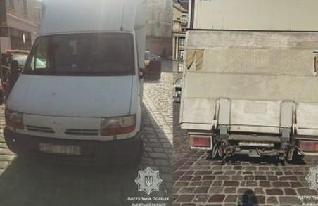 Суд оштрафував львівського підприємця за хабар поліцейським