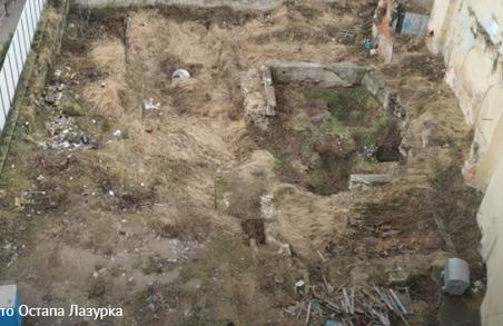 У центрі Львова знайшли залишки оборонних мурів та дороги ще княжих часів